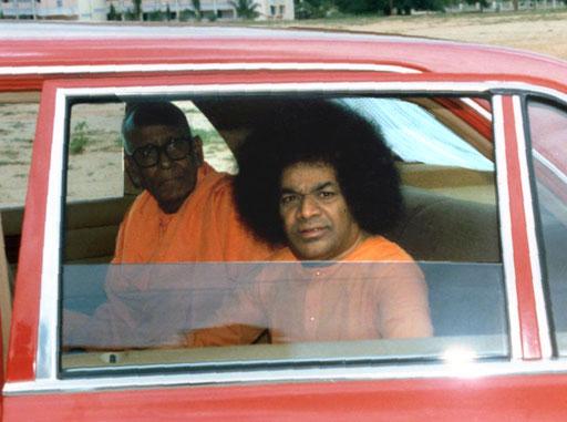 Swami Karunyananda with Sri Sathya Sai Baba